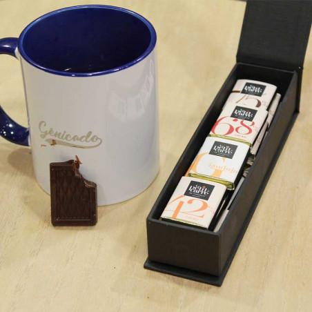 Chocolat à coté d'une tasse de café
