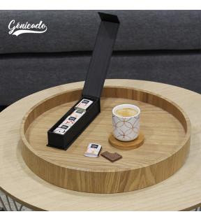 Chocolat a cote d'une tasse de café
