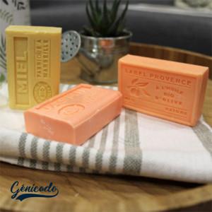 Coffret publicitaire composé de 3 savons de Marseille Made in France et d'une fouta fabriquée en Tunisie