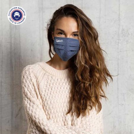Masque de protection chic sur une femme