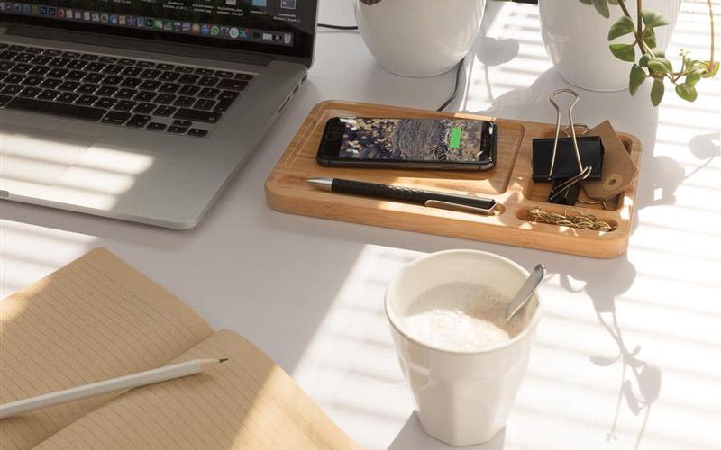 Chargeur à induction en bambou pour bureau